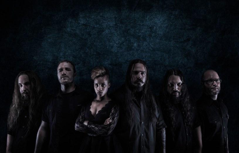 """Pochodząca z Teksasu formacja Oceans Of Slumber oddała właśnie w ręce fanów winylową edycję EP-ki """"Blue""""."""