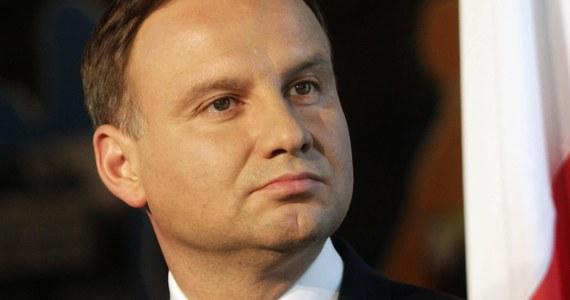 Sześć senackich komisji rekomenduje Senatowi odrzucenie wniosku prezydenta Andrzeja Dudy ws. zarządzenia referendum w dniu 25 października. Polacy mieliby w nim odpowiedzieć na pytania dotyczące wieku emerytalnego, obowiązku szkolnego sześciolatków i Lasów Państwowych.