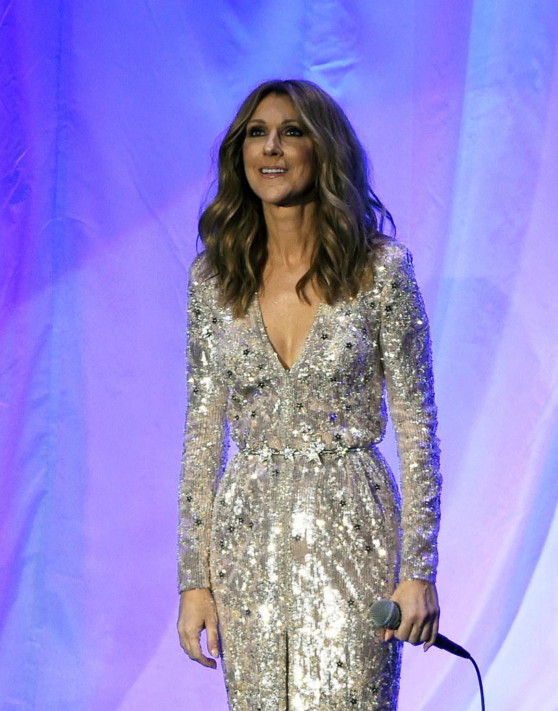 Kanadyjska wokalistka Celine Dion wróciła na scenę po tym, jak przez ostatni rok zajmowała się swoim ciężko chorym mężem.