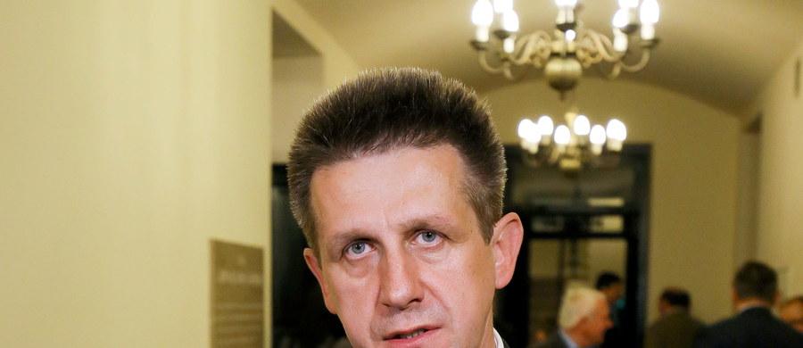 """Konwencja wyborcza PSL zatwierdziła listy wyborcze tej partii z wyjątkiem listy w Rzeszowie, na której """"jedynką"""" miał być Jan Bury. Ludowcy chcą poczekać aż szef ich klubu odniesie się do zarzutów, które chce mu postawić prokuratura."""