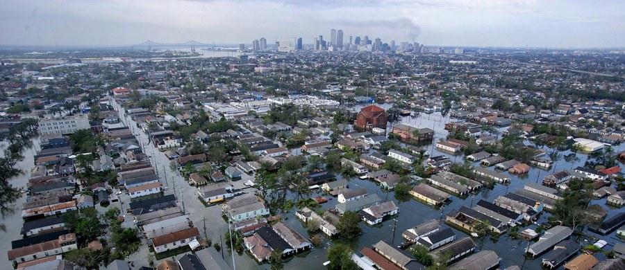 Mieszkańcy Missisipi i Luizjany obchodzili w sobotę 10. rocznicę przejścia huraganu Katrina. Był to jeden z największych kataklizmów w dziejach Ameryki. Katrina spowodowała śmierć ok. 1,8 tys. ludzi. Wyrządziła straty szacowane na 151 mld dolarów.