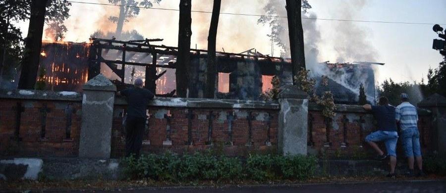 Podpalenie lub zwarcie instalacji elektrycznej - to możliwe przyczyny pożaru zabytkowego kościoła św. Doroty w Łodzi - ustaliła nasza reporterka. Świątynia stanęła w ogniu przed godziną 5:00 rano. Informację otrzymaliśmy na Gorącą Linię RMF FM.