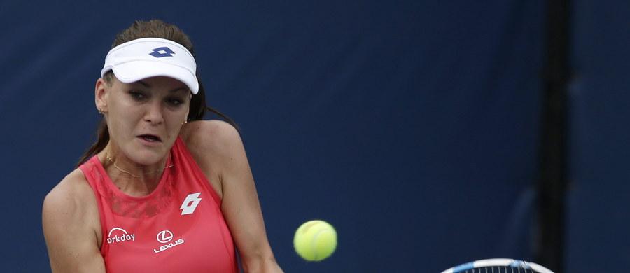"""Rozstawiona z """"15"""" Agnieszka Radwańska pokonała czeską tenisistkę Katerinę Siniakovą 6:2, 6:3 w 1. rundzie wielkoszlemowego US Open. W kolejnej fazie rywalizacji w Nowym Jorku krakowianka zmierzy się ze swoją młodszą siostrą Urszulą lub Magdą Linette."""