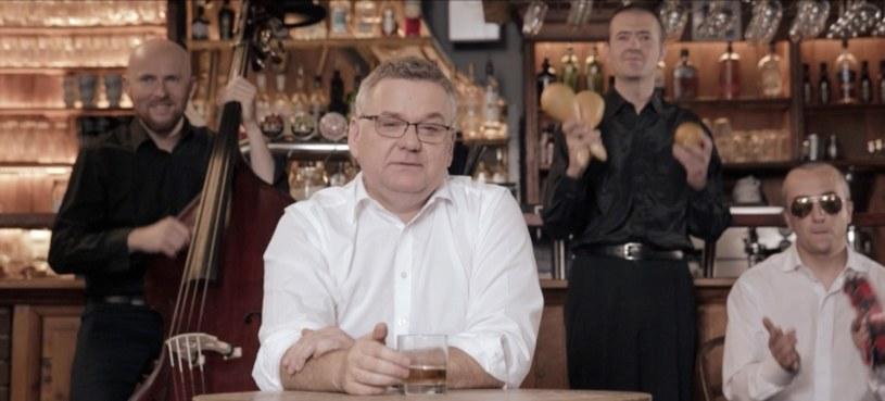 """31 sierpnia nie bez powodu został wybrany na dzień premiery nowego klipu Artura Andrusa zatytułowanego """"Orzeł może"""". By końcówka wakacji była udana, a początek roku szkolnego jeszcze lepszy - zachęcają twórcy."""