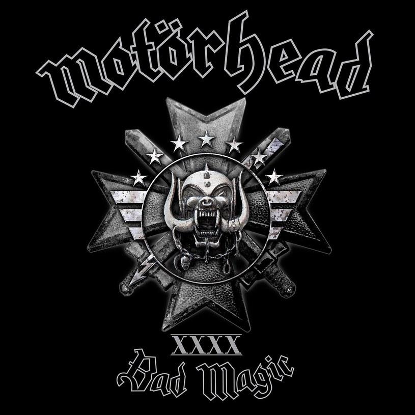 Z powodów zdrowotnych Lemmy Kilmister - lider Motörhead - postanowił niedawno ograniczyć się do jednej paczki papierosów tygodniowo i zmienić swoją ukochaną whisky z colą na wódkę z sokiem pomarańczowym. Za zmianą nawyków nie poszła jednak żadna rewolucja w muzyce zespołu.