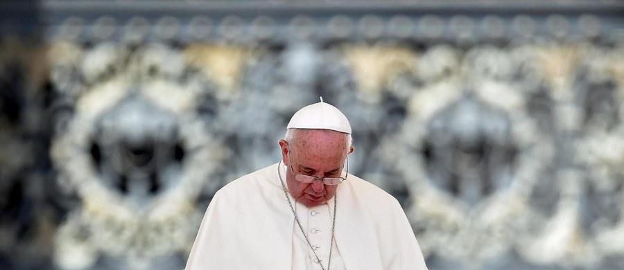 """""""Postanowiłem upoważnić wszystkich kapłanów w Roku Jubileuszowym do rozgrzeszenia z grzechu aborcji osób, które jej dokonały"""" - ogłosił Franciszek w liście na temat Roku Świętego."""