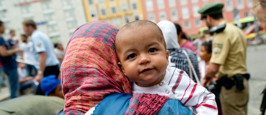 Rząd w Belgradzie postanowił wybudować nowe ośrodki dla uchodźców, których coraz więcej przybywa do Serbii z Syrii, Afganistanu i Pakistanu w drodze do Europy Zachodniej. Komisja Europejska potwierdziła, że przekaże Serbii środki, by pomóc jej uporać się z niekontrolowanym napływem imigrantów.
