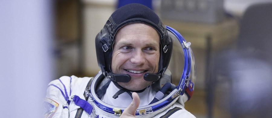 Z kosmodromu Bajkonur w Kazachstanie wystartował rano statek kosmiczny Sojuz z trzema astronautami. Wśród nich po raz pierwszy jest Duńczyk. Sojuz leci na Międzynarodową Stację Kosmiczną (ISS).