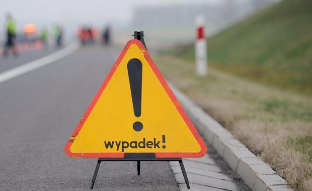 Udało się już odblokować lewy pas obwodnicy Trójmiasta w kierunku Gdyni. Na wysokości węzła Chwarzno autokar uderzył w ciężarówkę.