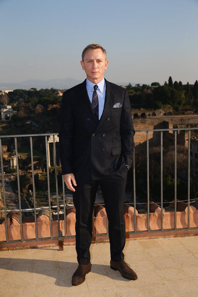 """W """"Spectre"""", kolejnej odsłonie przygód Jamesa Bonda, agent 007 znów będzie nosić ubrania projektu Toma Forda. Amerykański projektant odpowiadał za garderobę kultowego bohatera także w dwóch poprzednich filmach."""