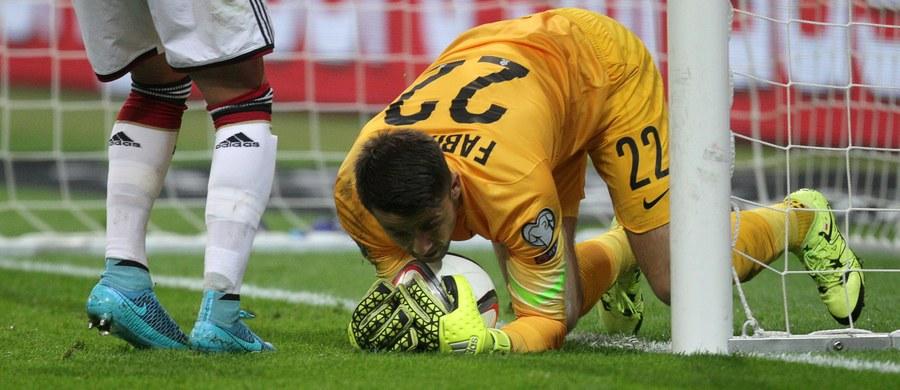 Biało-czerwoni nie przywiozą punktów z Frankfurtu. Przegraliśmy na wyjeździe z Niemcami 1:3. Na wyniku zaważył głównie słabiutki i bojaźliwy początek w wykonaniu drużyny Adama Nawałki. Jedyną bramkę dla Polaków zdobył Robert Lewandowski.