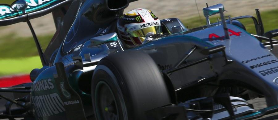 Broniący tytułu mistrza świata Formuły 1 Brytyjczyk Lewis Hamilton wystartuje z pole position w niedzielnym wyścigu o Grand Prix Włoch na torze Monza. Wcześniej był najszybszy na wszystkich trzech oficjalnych sesjach treningowych.