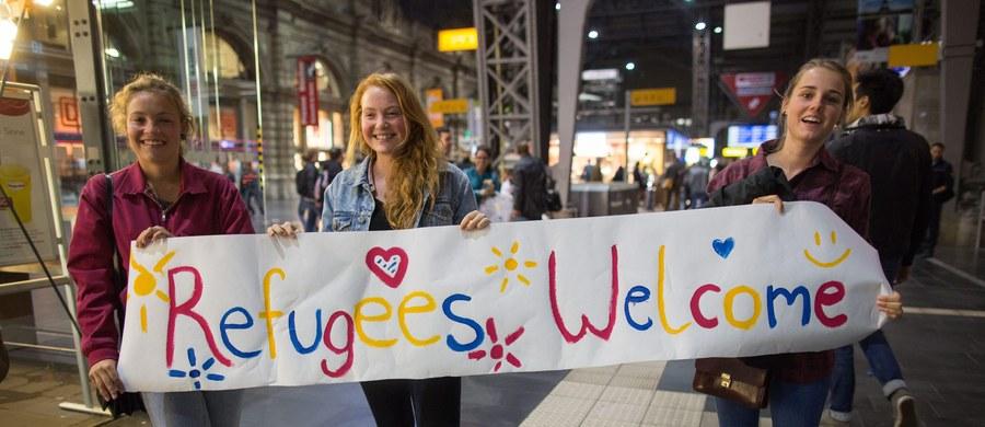 """Według proponowanego przez Komisję Europejską klucza przy rozdziale 120 tys. uchodźców między kraje UE najwięcej osób - blisko 31,5 tysiąca - miałyby przyjąć Niemcy. Następne w kolejności byłyby Francja i Hiszpania - informuje """"Welt am Sonntag""""."""
