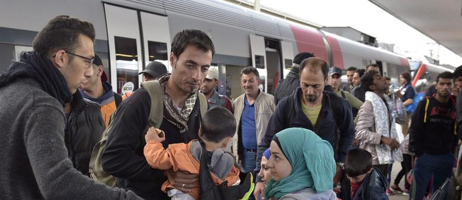 Kanclerz Austrii Werner Faymann zaapelował o zwołanie szczytu państw UE w sprawie uchodźców. Podkreślił, że dobra wola jego kraju w tej kwestii może być jedynie czasowa i należy jak najszybciej przyjąć wspólną politykę wobec uchodźców.