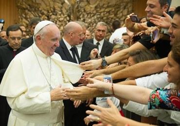 Papież apeluje: Niech każda parafia przyjmie uchodźców. Odwagi!
