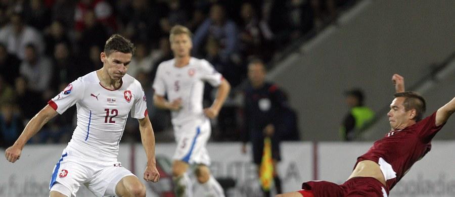 Po 8. kolejce eliminacji piłkarskich mistrzostw Europy 2016 Czechy i Islandia zapewniły sobie awans z grupy A. W trudnej sytuacji jest Holandia, która po porażce z Turcją spadła na czwarte miejsce.