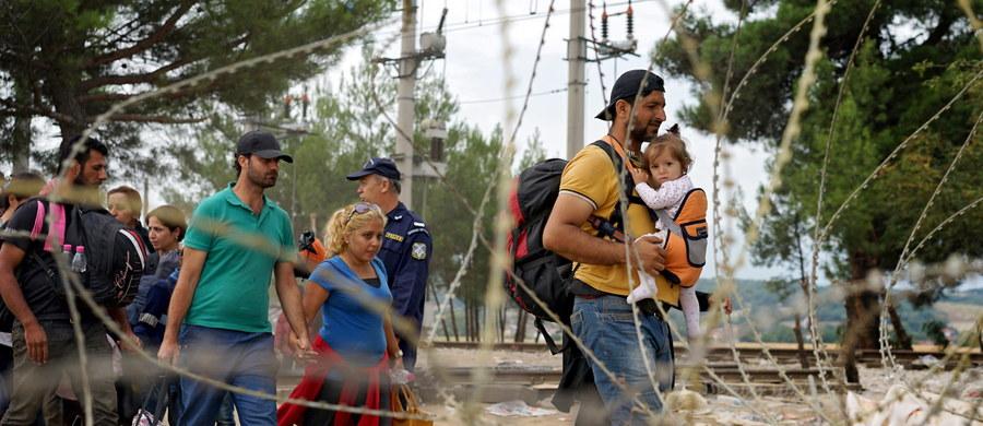 Znajomość języków, wykształcenie, doświadczenie zawodowe, czy wyznanie - między innymi takie kryteria mają być brane pod uwagę podczas selekcji Syryjczyków i Erytrejczyków, których zamierzamy przesiedlić do Polski. Najpóźniej do końca roku do Libanu pojedzie rządowa delegacja, która ma omówić szczegóły tej operacji. Mowa jest o osobach, które przebywają w obozach dla uchodźców na terenie tego kraju.
