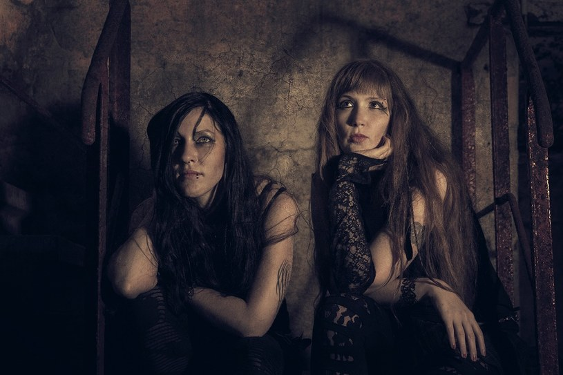 """Żeński duet NYX z Niemiec przygotował debiutancki album """"Home""""."""