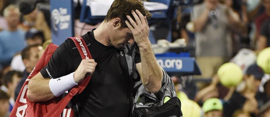 """Rozstawiony z numerem trzy Andy Murray przegrał z Kevinem Andersonem z RPA (15.) 6:7 (5-7), 3:6, 7:6 (7-2), 6:7 (0-7) w 1/8 finału wielkoszlemowego US Open. 28-letniego brytyjskiego tenisisty poprzednio w najlepszej """"ósemce"""" w Nowym Jorku zabrakło pięć lat temu."""