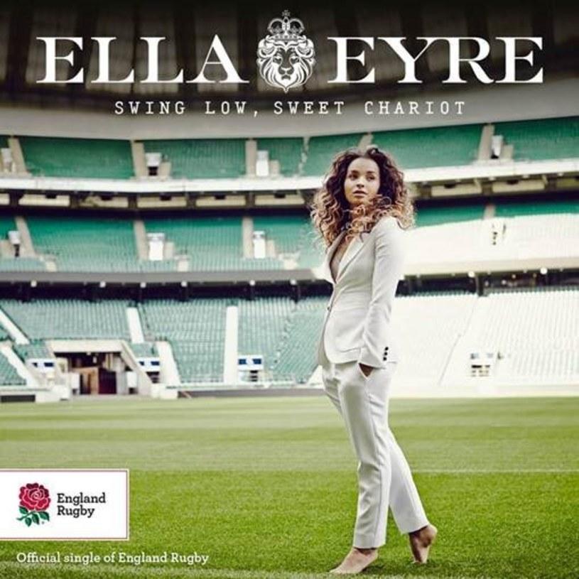 """Debiutująca wokalistka Ella Eyre nagrała swoją wersję utworu """"Swing Low, Sweet Chariot"""", będący hymnem angielskiej drużyny rugby."""