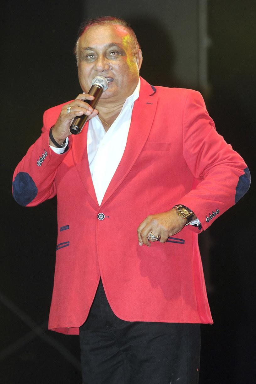 """Prawie trzy tygodnie spędził w szpitalu romski gwiazdor Don Vasyl, który na początku czerwca doznał wylewu. """"Staram się nieco zwolnić, ale mi się nie udaje"""" - mówi ze śmiechem 65-letni wokalista."""