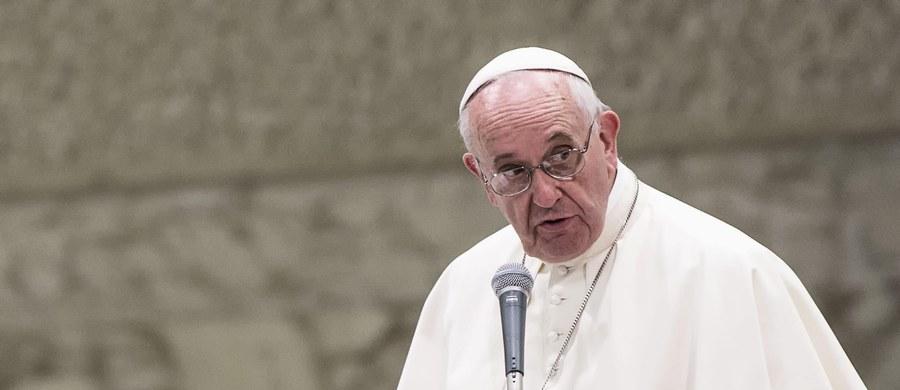 Papież zgodnie z zapowiedziami nakazał uproszczenie procesu kanonicznego dotyczącego orzekania nieważności małżeństwa. W wydanych dziś dokumentach wprowadzono zasadę szybkiego postępowania w takich przypadkach, jak brak wiary i aborcja.