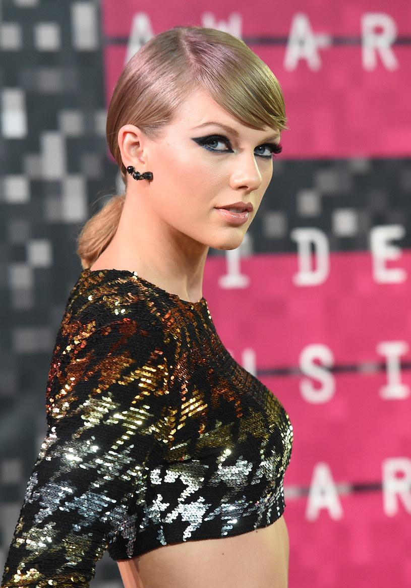 Amerykańska wokalistka Taylor Swift wyprzedziła celebrytkę Kim Kardashian w liczbie obserwujących na Instagramie.