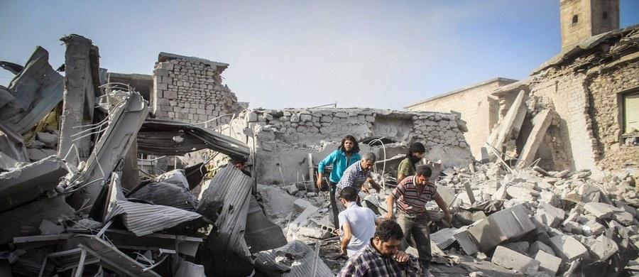 """Rosja wysłała właśnie do Syrii dwa okręty desantowe do przewozu czołgów (LST), dodatkowe samoloty i przerzuciła tam """"niewielką liczbę"""" żołnierzy - pisze Reuters, powołując się na informacje dwóch przedstawicieli władz USA, którzy zastrzegli sobie anonimowość. O zwiększonym zaangażowaniu wojskowym Rosji w Syrii od kilku dni informują również inne moskiewskie media."""
