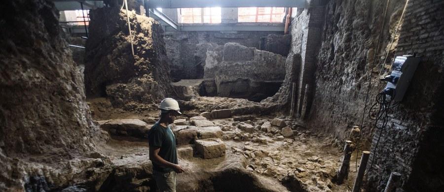 W samym sercu Rzymu, na Kwirynale odkryto bardzo dobrze zachowane ruiny liczącego około 2600 lat małego domu. Ten budynek o powierzchni ok. 40 metrów kwadratowych, pochodzący z czasów etruskich królów Rzymu Tarkwiniuszy to wielka rzadkość - mówią archeolodzy.