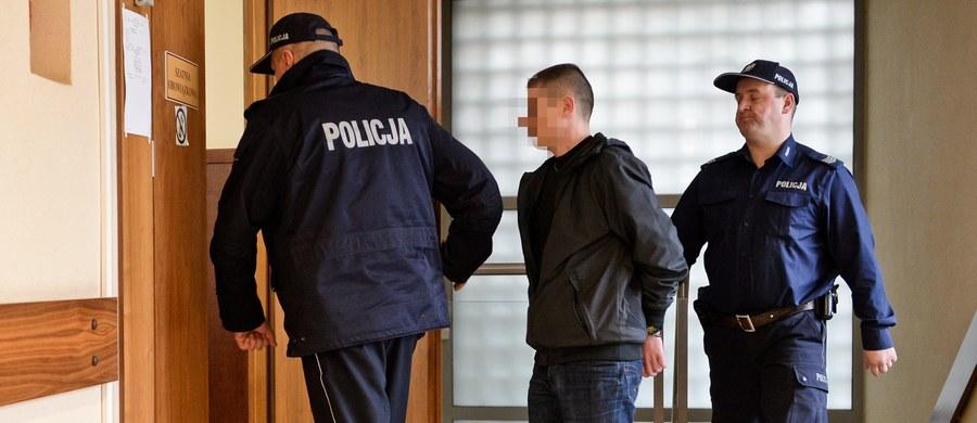 Maksymalną karę 12 lat więzienia wymierzył warszawski sąd Mariuszowi N., który w 2013 r. śmiertelnie potrącił autem 13-letniego chłopca i uciekł z miejsca wypadku. Sąd Okręgowy Warszawa-Praga - jako sąd odwoławczy - podwyższył tym samym karę orzeczoną wobec oskarżonego w pierwszej instancji.