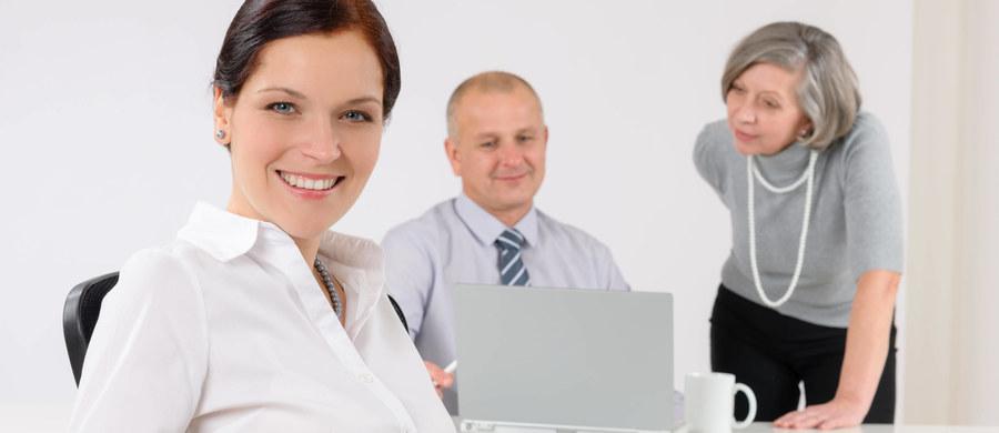 """Myślisz o przerwie w pracy? Przerwie na kawę, na obiad, czy może na krótki spacer? Posłuchaj rad badaczek z Baylor University, które na łamach czasopisma """"Journal of Applied Psychology"""" piszą, jak zorganizować sobie przerwy w pracy, by najbardziej efektywnie wypocząć, nabrać energii, zwiększyć koncentrację i poprawić motywację do działania. Dla nikogo bowiem nie jest tajemnicą, że dobre przerwy w pracy przynoszą korzyć i pracownikowi i pracodawcy."""