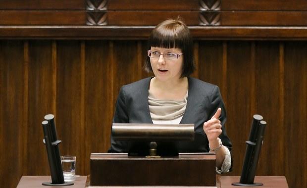 Emocjonalna debata w Sejmie nad obywatelskim projektem wprowadzającym bezwzględny zakaz aborcji. Obywatelski projekt ustawy wprowadzającej zakaz przerywania ciąży został przygotowany przez Fundację Pro - prawo do życia. PO oraz SLD opowiedziały się podczas debaty za odrzuceniem projektu w pierwszym czytaniu. Za dalszymi pracami nad propozycją były PiS, PSL oraz ZP.