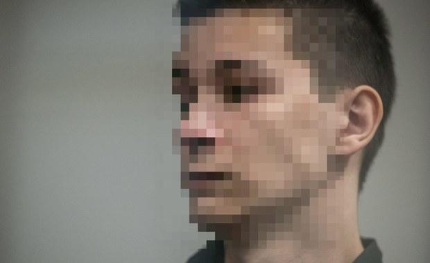 Sąd Okręgowy w Lublinie uznał 18-letniego Kamila N. za niegodnego dziedziczenia po swych rodzicach, których zabił w brutalny sposób wspólnie ze swoją dziewczyną, 19-letnią Zuzanną M., w grudniu ubiegłego roku w Rakowiskach. Wyrok lubelskiego sądu cywilnego zapadł na pierwszej rozprawie. Kamil N., który przebywa w areszcie, nie został na nią doprowadzony, sąd wydał wyrok zaocznie, zgodnie z wnioskiem prokuratury.