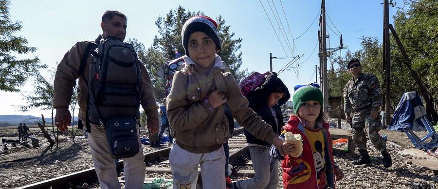 """Nasila się wojna słowna na linii Budapeszt-Wiedeń. Węgierskie MSZ wezwało ambasadora Austrii w Budapeszcie po wypowiedzi kanclerza Wernera Faymanna, który w wywiadzie dla niemieckiego tygodnika """"Der Spiegel"""" porównał - jak pisze Reuters - węgierską politykę wobec uchodźców do nazistowskich deportacji."""