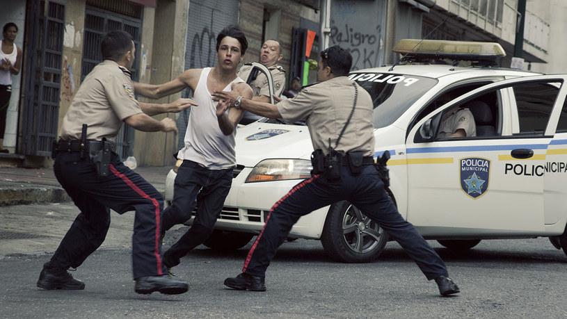 """Złotego Lwa na 72. Festiwalu Filmowym w Wenecji zdobył Lorenzo Vigas za film """"Desde allá"""". To pierwszy w historii triumf wenezuelskiej produkcji na Lido."""
