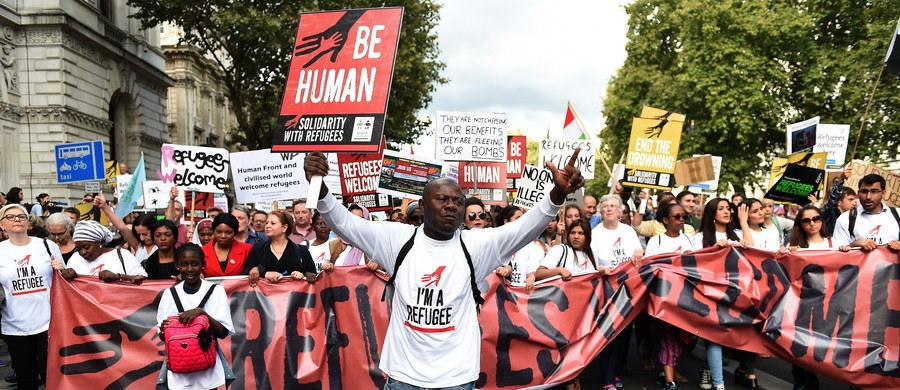 Około 30 tys. osób manifestowało wczoraj w Kopenhadze na rzecz otwartej polityki wobec uchodźców. W Londynie w marszu uczestniczyło kilkadziesiąt tysięcy osób, a w Hamburgu w podobnym zgromadzeniu udział wzięło około 7,5 tys. ludzi.