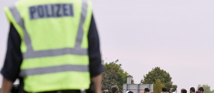 Węgierska policja zamknęła główny punkt graniczny wykorzystywany przez imigrantów do przekraczania granicy serbsko-węgierskiej w Roeszke - poinformowały agencje Reutera i AFP, powołując się na swe źródła. Węgry zamknęły też przestrzeń powietrzną przy granicy z Serbią.
