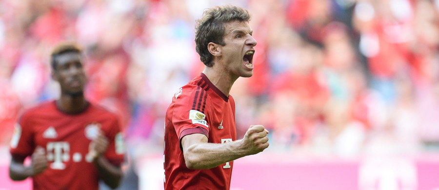 """Aż 120 mln euro oferował Bayernowi Monachium za Thomasa Muellera Manchester United - poinformował niemiecki """"Kicker"""". Czerwone Diabły próbowały pozyskać 26-letniego napastnika latem. Gazeta wyjawiła również, że Mueller miał zarabiać ćwierć miliona euro tygodniowo."""