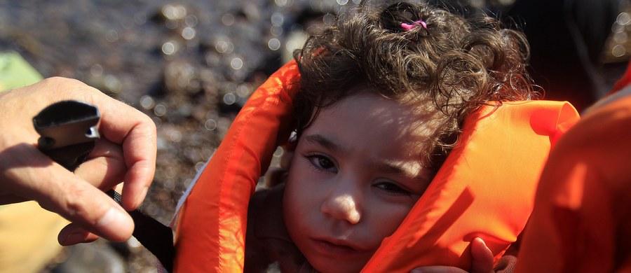 Co najmniej 22 imigrantów, w tym czworo dzieci, zginęło na morzu u wybrzeży Turcji, gdy wywróciła się łódź, którą próbowali dopłynąć na grecką wyspę Kos. Powiadomiła o tym turecka agencja prasowa Dogan. Turecka straż przybrzeżna uratowała 205 osób.