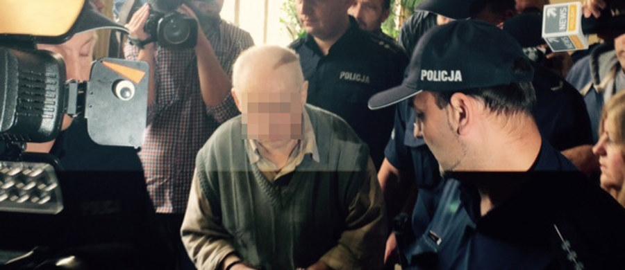 Przed sądem w Łodzi ruszył proces 63-letniego Lecha G., który w grudniu ubiegłego roku oblał benzyną i podpalił dwie pracownice Gminnego Ośrodka Pomocy Społecznej w Makowie k. Skierniewic. Mężczyzna odpowiada za zabójstwo ze szczególnym okrucieństwem i spowodowanie pożaru, który zagrażał zdrowiu i życiu wielu osób. Grozi mu dożywocie.