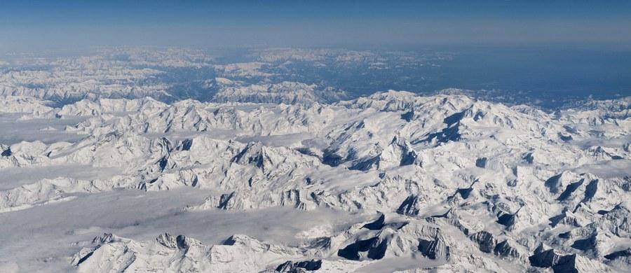 Siedmiu alpinistów zginęło po zejściu lawiny w rejonie masywu Ecrin w Alpach francuskich. Lawina śnieżna, która zeszła koło południa, porwała w sumie osiem osób. Jedna z nich została lekko ranna.