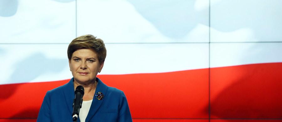 Kandydatka PiS na premiera Beata Szydło stwierdziła, że nie widzi powodu, żeby odpowiedzieć na zaproszenie europosła PO Janusza Lewandowskiego i debatować z nim o przyszłości polskiej gospodarki. Zadeklarowała natomiast gotowość debaty z premier Ewą Kopacz.