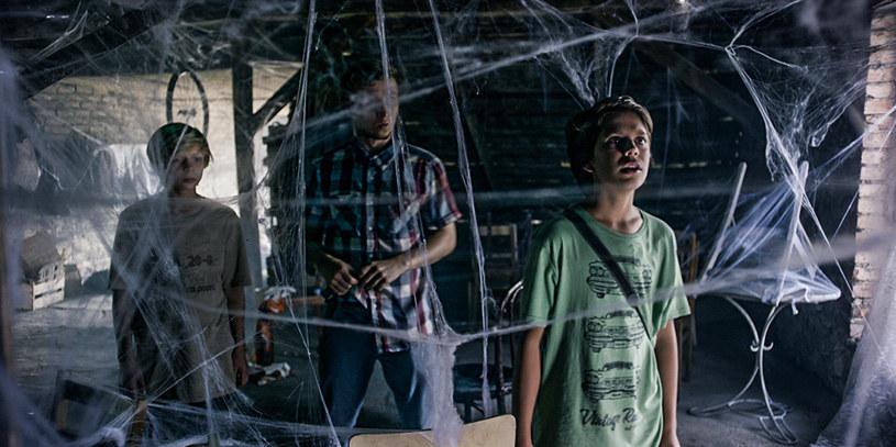 """""""Klub włóczykijów"""", film inspirowany prozą mistrza opowieści dla młodzieży Edmunda Niziurskiego, w kinach pojawi się już 18 września. Reżyser Tomasz Szafrański wielką wagę przywiązywał do ścieżki dźwiękowej - prace nad nią trwały aż pięć miesięcy! Twórca nie krył zadowolenia, że udało mu się pozyskać ważnego współpracownika, kompozytora Freda Emory'ego Smitha (""""Scooby Doo"""", horror """"Neron"""", gra komputerowa """"Need for Speed"""")."""