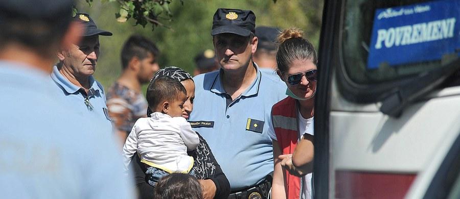 Sąd w Szegedzie na południu Węgier uznał irackiego migranta za winnego nielegalnego przekroczenia węgierskiej granicy i skazał go na roczne wydalenie z kraju. To pierwszy taki wyrok po zaostrzeniu przez Budapeszt przepisów dot. przekraczania granicy.