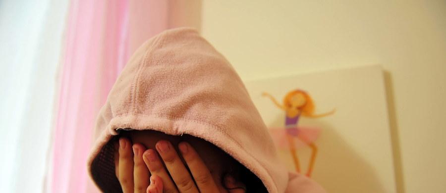 Życie dziecka z ADHD jest bardzo trudne. Z jego punktu widzenia zwykły dzień może wyglądać jak  pasmo porażek. Ważne, by otoczenie o tym wiedziało. Pomocy można szukać w gabinetach szkolnych psychologów albo w rejonowych lub specjalistycznych poradniach psychologiczno-pedagogicznych – radzi psycholog Anna Wojaczek-Łaszczyca ze Specjalistycznej Poradni Psychologiczno-Pedagogicznej w Katowicach.