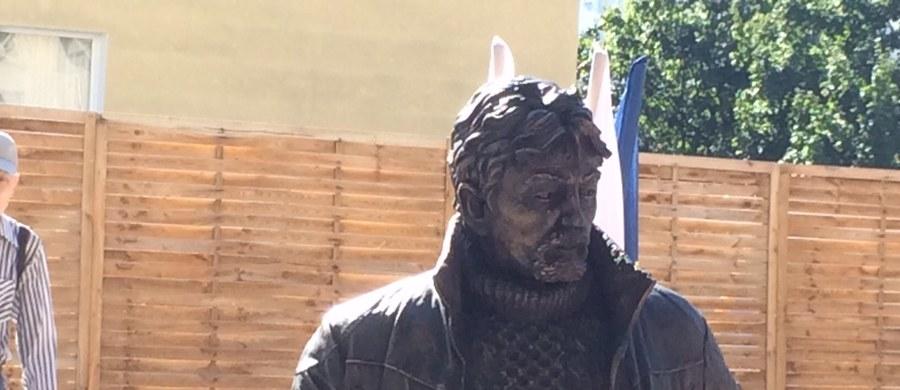 Na skwerze w centrum Gdyni został odsłonięty pomnik płk. Ryszarda Kuklińskiego. Figura z brązu przedstawiaj stanęła na skwerze w centrum miasta, przy ul. I Armii Wojska Polskiego. Posąg ma prawie dwa metry wysokości.