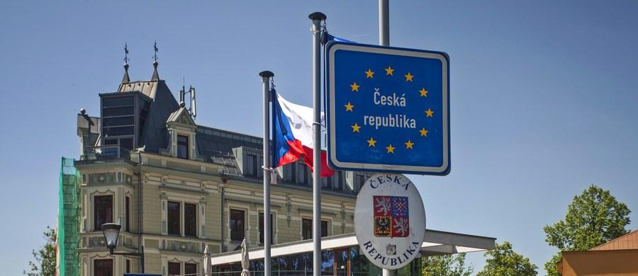 Polacy najbardziej lubią Czechów i Słowaków, do których mniej więcej połowa badanych deklaruje sympatię. Z największym dystansem respondenci podchodzą do Rosjan, do których pozytywne nastawienie wyraża mniej więcej co piąty Polak - wynika z sondażu CBOS.