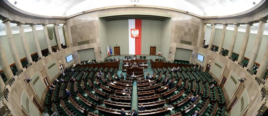 Dotychczasowi posłowie, samorządowcy, nauczyciele i rolnicy znaleźli się m.in. na szczecińskiej liście kandydatów PiS w wyborach do Sejmu. W czwartek w Szczecinie zaprezentowano kandydatów do Sejmu i Senatu.