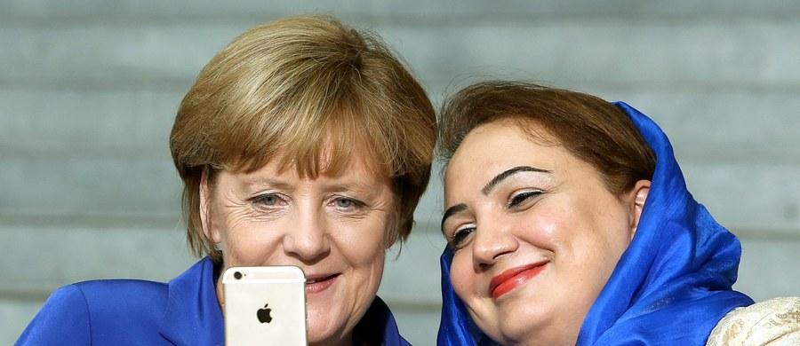 10 lat temu Angela Merkel zdobyła po raz pierwszy fotel kanclerza. Od tego czasu niedoceniana córka pastora z NRD stała się bezspornym liderem w Niemczech i Europie. Kryzys wywołany falą imigrantów jest największym wyzwaniem w jej dotychczasowej karierze.