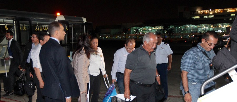 Niedzielny atak egipskich sił bezpieczeństwa na konwój z turystami z Meksyku trwał trzy godziny. W tym czasie pięciokrotnie samoloty wojskowe ostrzelały grupę, która zatrzymała się na pustyni na zachodzie Egiptu - wynika z relacji ocalałej Meksykanki. Mąż Susany Calderon, Luis, był wśród ośmiu obywateli Meksyku, którzy zginęli w wyniku tego omyłkowego ataku. Śmierć poniosło też czterech Egipcjan.